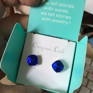 Origami owl clara stud earrings NIB